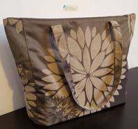 1 borsa in tessuto marrone lucido a fiori 35x33 cm