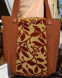 Borsa in tessuto vellutato floreale castano 30×25 cm