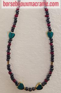 Bijoux _ Collana di perline antracite, con foglie color oro e cuori verdi