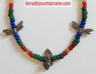 Bijoux _ Collana con perline opache e fiori, foglie e libellule in metallo