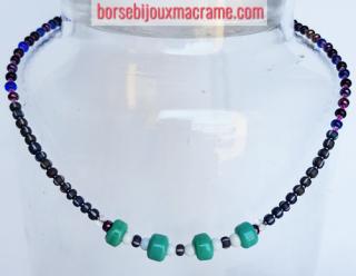 Bijoux _ collana con perline di diverse tonalità di blu e rosa