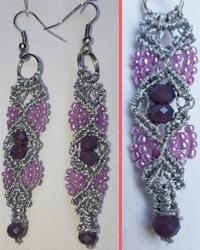 Macramè _ Orecchini pendenti grigi con perline in diverse tonalità di rosa