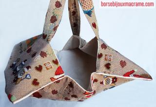 Portatorte in tessuto beige con gufi, uccellini natalizi e cuoricini