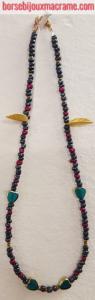 Bijoux _ Collana di perline antracite, foglie oro e cuori verdi