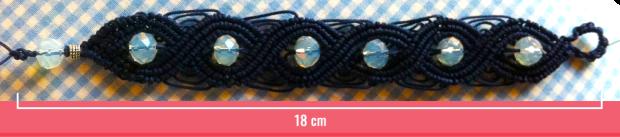 Macramè _ Bracciale blu con perline semitrasparenti