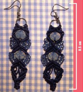 Macramè - Orecchini blu con perline azzurre trasparenti