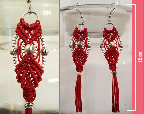 Macramè - Orecchini pendenti rossi con perline color argento