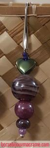 Bijoux _ Orecchini con perline rosa e viola in ceramica, perla centrale in vetro violetto e cuore cangiante