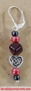 Bijoux _ Orecchini con perline rosse e antracite e charm a forma di cuore con decorazione celtica