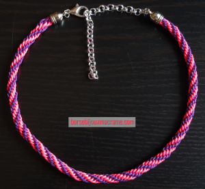 Kumihimo _ Girocollo filo viola e rosa, pattern a spirale